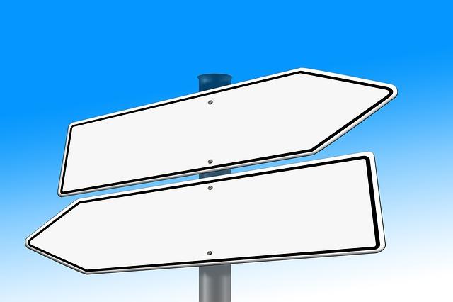 分かれ道の標識の画像