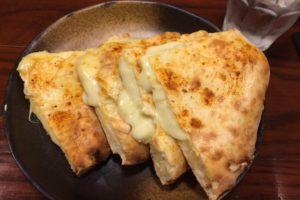 ソウルフードインディアのチーズナン