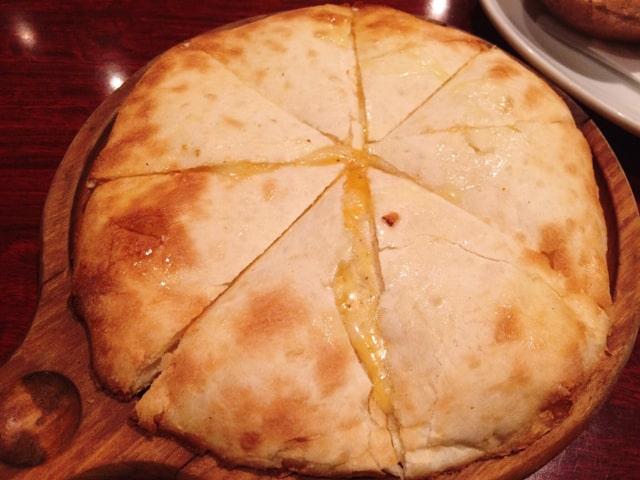 サパナのチーズナン1